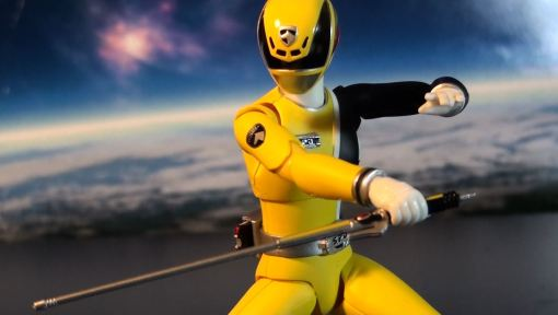 Bandai S.H. Figuarts Dekaranger Deka Yellow 04