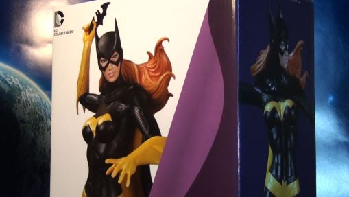 DC Collectibles Covergirls of the DCU Batgirl Statue 01