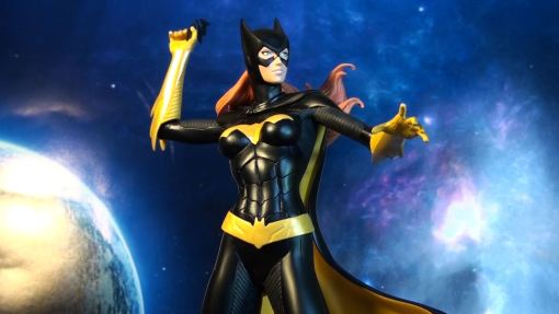 DC Collectibles Covergirls of the DCU Batgirl Statue 03