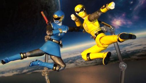 Bandai S.H. Figuarts Hurricanger Hurricane Yellow & Blue 02