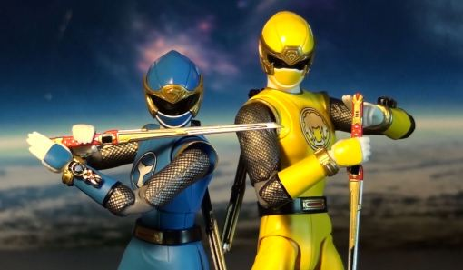 Bandai S.H. Figuarts Hurricanger Hurricane Yellow & Blue 03