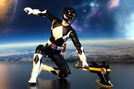 Bandai S.H. Figuarts Mighty Morphin Power Rangers Black Ranger 04