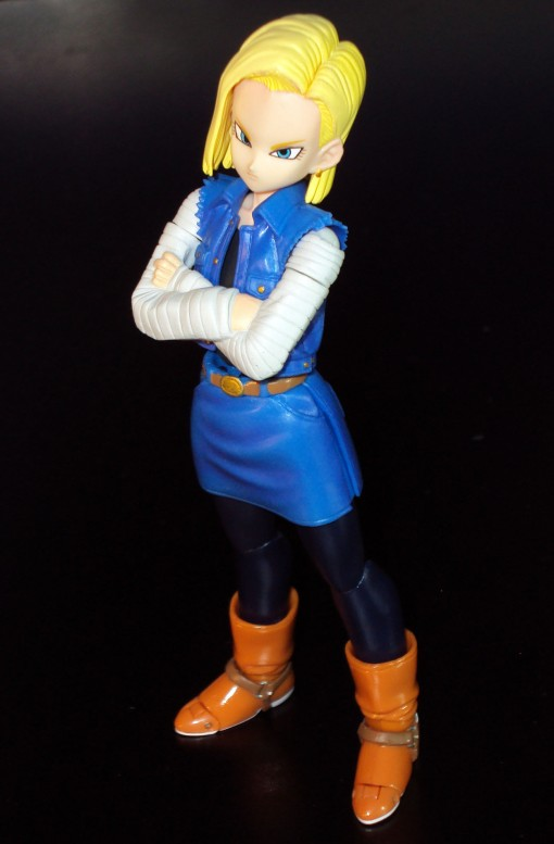 Bandai S.H. Figuarts Dragon Ball Z Android 18 03