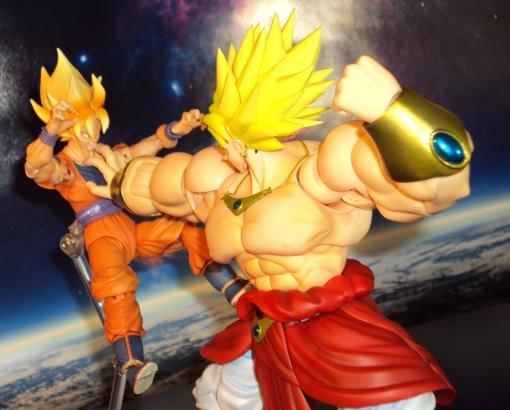 Bandai SH Figuarts Dragon Ball Z Super Saiyan Broly 05