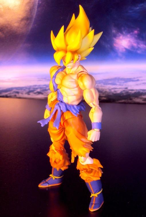 Bandai S.H.Figuarts Super Saiyan Awakening Son Goku 03