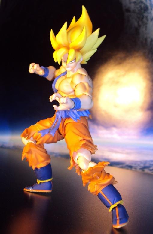 Bandai S.H.Figuarts Super Saiyan Awakening Son Goku 05