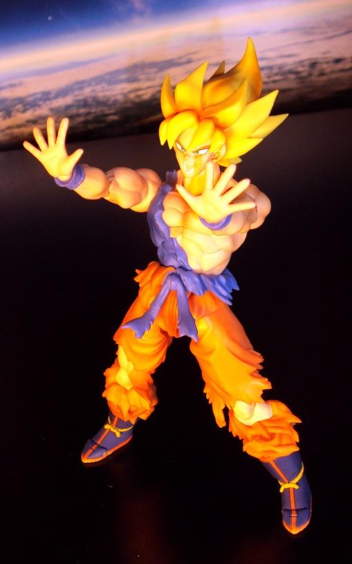 Bandai S.H.Figuarts Super Saiyan Awakening Son Goku 07