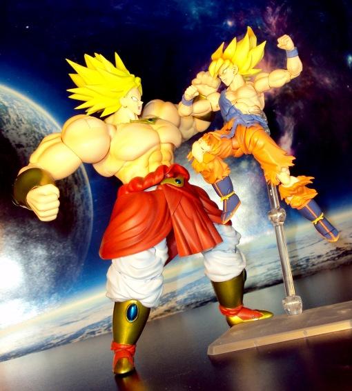 Bandai S.H.Figuarts Super Saiyan Awakening Son Goku 08
