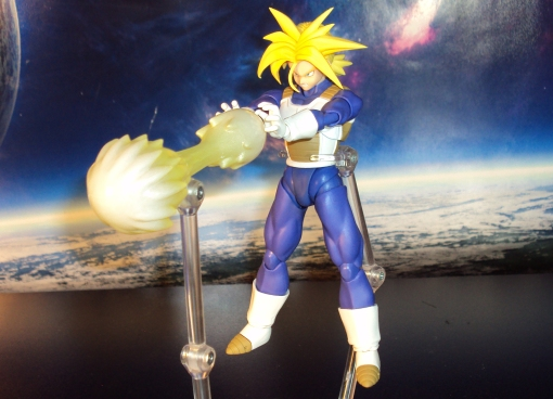 Bandai S.H. Figuarts Dragon Ball Z Super Saiyan Trunks Saiyan Armor 05