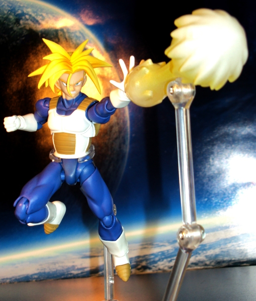 Bandai S.H. Figuarts Dragon Ball Z Super Saiyan Trunks Saiyan Armor 06